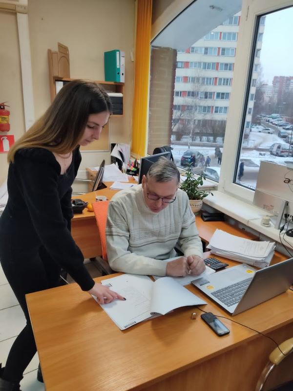 Ведущий аудитор Сергей Оконешников с Главным бухгалтером клиента.
